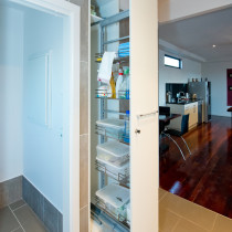 Lockable pull-out cupboard