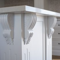 Use of mouldings, corbels & beading